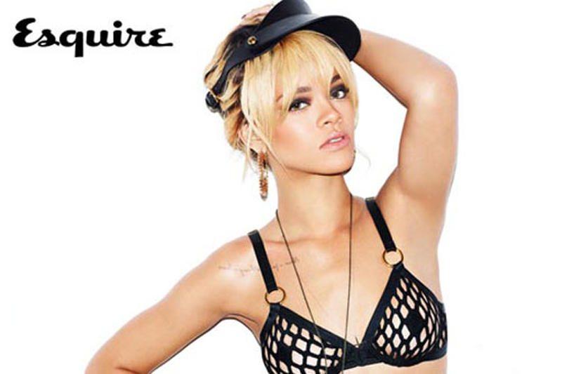 Rihanna iki pusės nuoga pozavo vyrų žurnalui