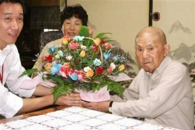 Seniausias pasaulio vyras švenčia 113-ąjį gimtadienį