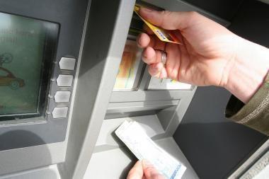 SEB bankas sekmadienį teiks ne visas paslaugas