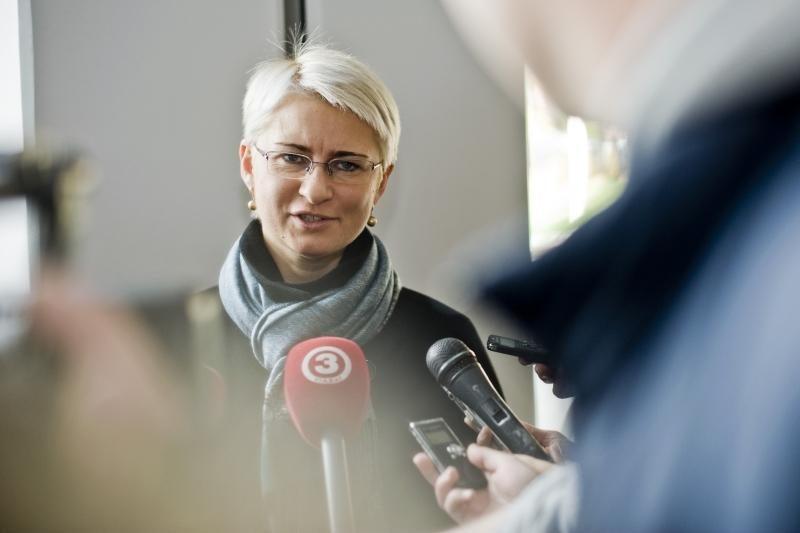 Seimo komisija parlamentui siūlo panaikinti N.Venckienės neliečiamybę