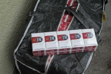 Krepšiuose – kontrabandinės cigaretės