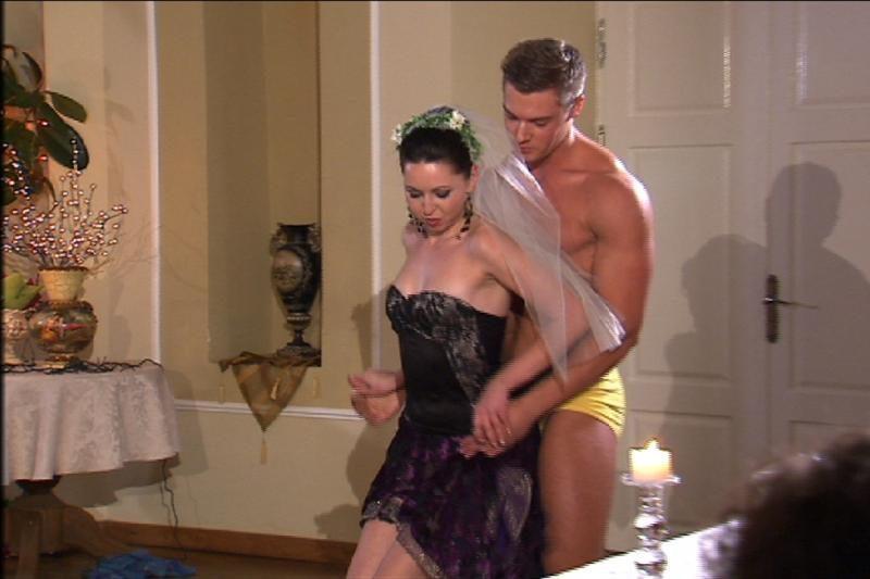 Radžio nuotakų mergvakaryje siautė striptizo šokėjas (foto)