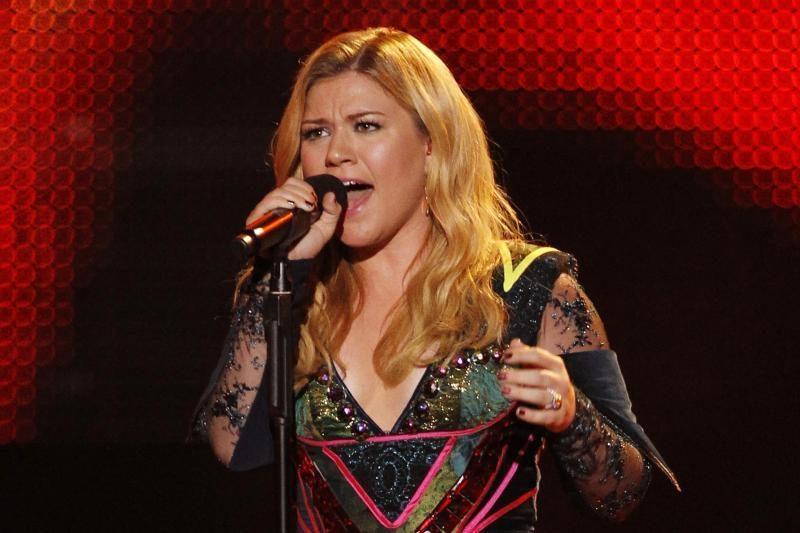 Popmuzikos žvaigždė K. Clarkson susižadėjo