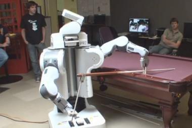 Su robotu PR2 - ir geras laisvalaikis ir tvarkinga spinta