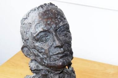 Tarptautinė gerumo akademija Vilniui padovanojo skulptūrą