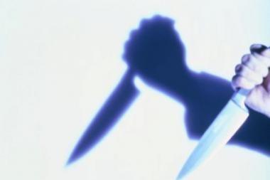 Bendraamžiai grasino peiliu