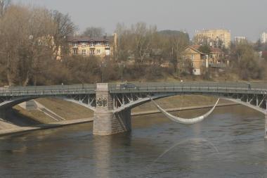 Vilniaus tiltus papuoš toną sveriančios plieninės skulptūros