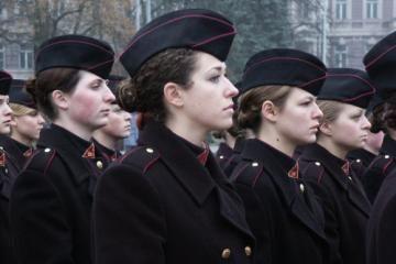 Geriausiu Karo akademijos kariūnu pripažinta mergina