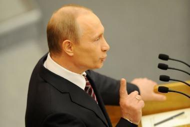 """V.Putinas: Rusijai būtina kurti """"puolamųjų ginklų sistemas"""""""