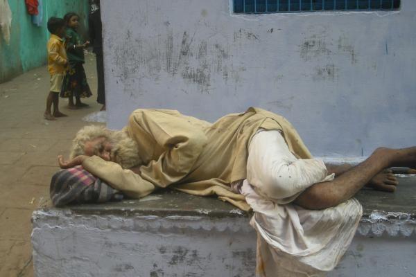Indijos Kašmyre vykstantys protestai nusinešė trylikos žmonių gyvybes