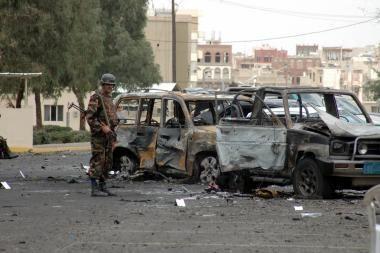 Jemene sprogus užminuotam automobiliui žuvo 15 žmonių
