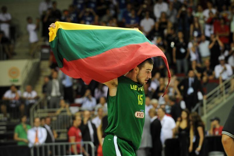 Prezidentūroje pristatyta knyga apie jaunuosius Lietuvos krepšininkus