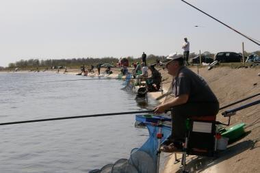 """Akcija """"Žvejoji – nešiukšlink"""" kviečia į Rusnę"""