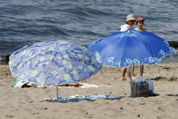 Poilsiautojai nepaiso draudimo rūkyti Klaipėdos pliažuose