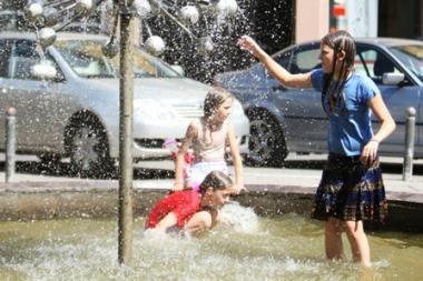 Uždrausta skalbti fontanuose ir palikti automobilius ant nutryptos žolės