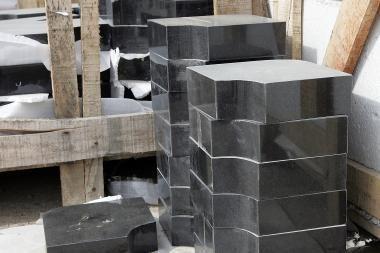 Kėdainių rajone sulaikyti per 200 antkapių išvartę vandalai
