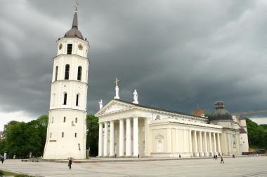 Vatikano atstovas bandys įkalbėti Bažnyčią įsileisti prezidento karstą į Katedrą