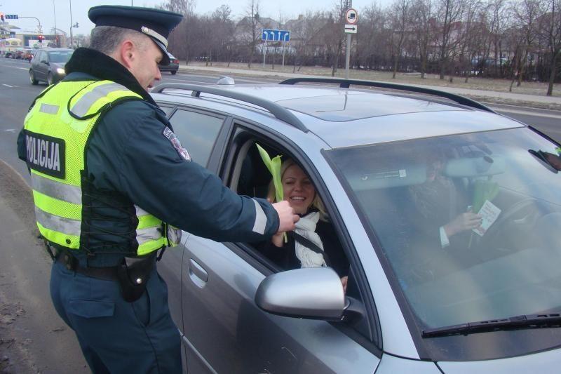 Vilniuje galimo sukčiavimo byloje sulaikytas policijos patrulis