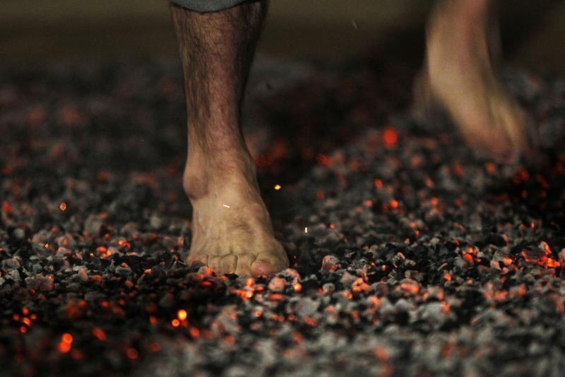 Vaikščioti rusenančiomis anglimis - visai nepavojinga