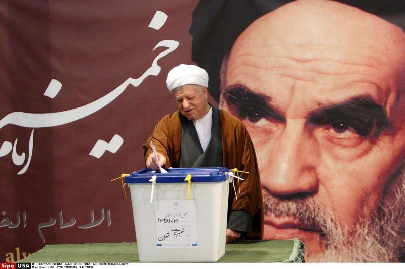 Irano rinkimuose Khamenei sąjungininkai sutriuškino Ahmadinejadą