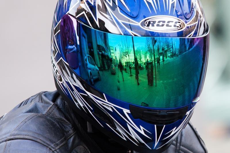Policininko vairuojama mašina partrenkė motociklininką