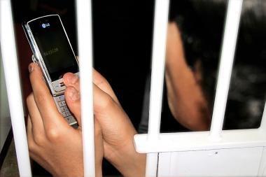 Telefoniniai sukčiai išsunkia iki paskutinio lito
