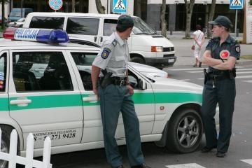 Neblaivus policininkas nenorėjo mokėti už prekes