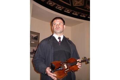 Marijampolėje eksponuojamas V.Kudirkos smuikas
