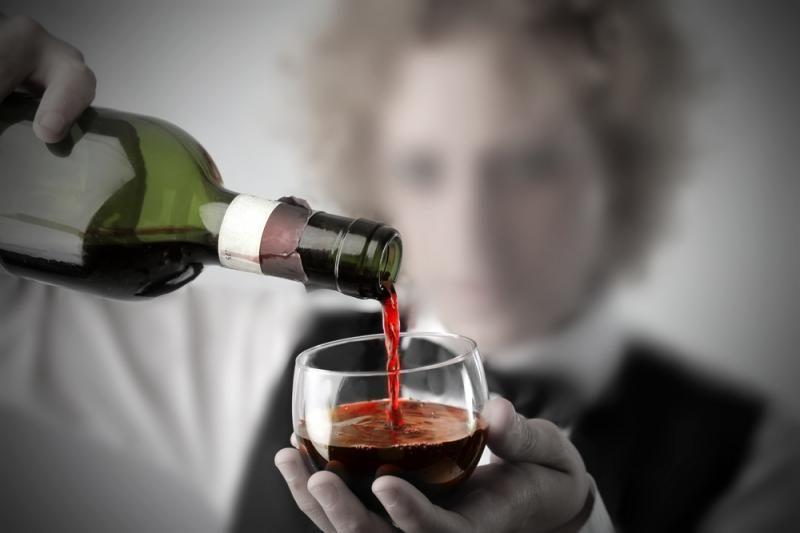 Apklausa: pusė gyventojų nepritaria alkoholio reklamos draudimui