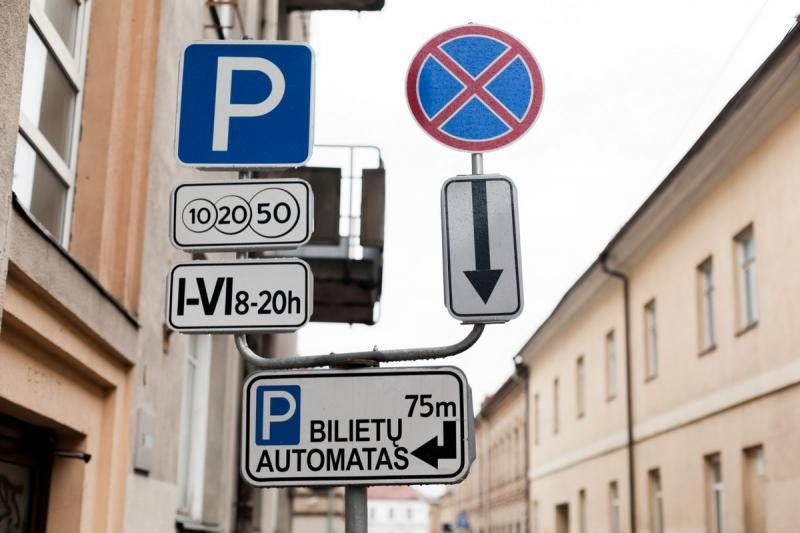 Vilniaus senamiestyje - trečdaliu mažesni nei įprasta kelio ženklai