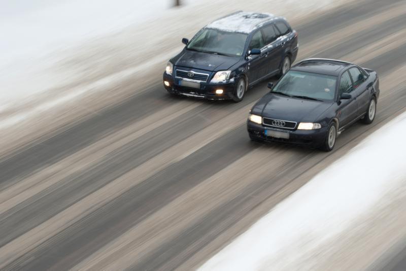 Kelininkai įspėja vairuotojus dėl pūgos ir plikledžio
