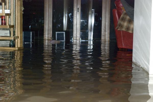 Alytaus rajone lietus užtvindė dešimtis gyvenamųjų namų rūsių