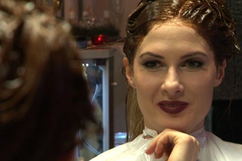 K. Ivanova pasiryžo pakeisti plaukų spalvą ir tapo brunete