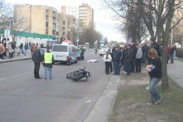 Motociklininko mirtis policijai užminė mįslę