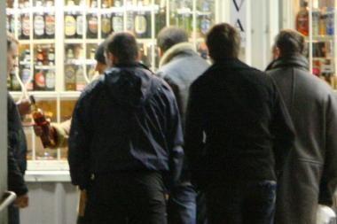 Alkoholio prekyba Gariūnuose - pagalba sunkiai dirbantiems?