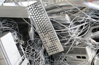 Iš senos kompiuterinės įrangos gims menas