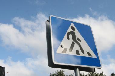 Pėsčiųjų perėjoje partrenktas vyras atsidūrė intensyvios terapijos skyriuje