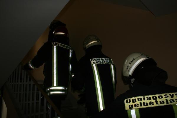 Vilniuje per gaisrą apsinuodijęs smalkėmis žuvo vyras