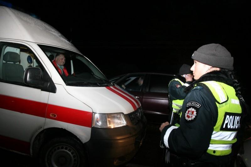 Magistralėje Klaipėda-Kaunas apvirto mikroautobusas su keleiviais