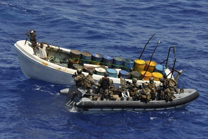 Prie Somalio krantų suimta 16 piratų, išlaisvinta 12 įkaitų