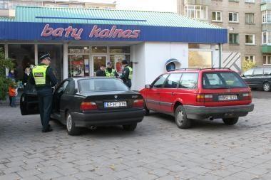 Į policiją plaukia skundai dėl neleistinoje vietoje paliktų automobilių