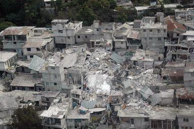 Haitį po žemės drebėjimo apėmė chaosas ir neviltis