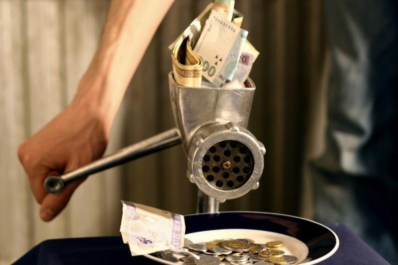 """Apribota """"Laikinosios sostinės kredito"""" veikla, nušalinta vadovybė"""