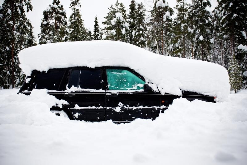 Švedijoje vyras du mėnesius išgyveno be maisto automobilyje po sniegu