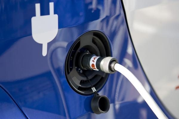 Unifikuojamas elektromobilių pakrovimas