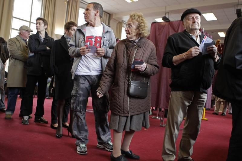 Prezidentą renkantys Prancūzijos piliečiai balsuoja gausiai