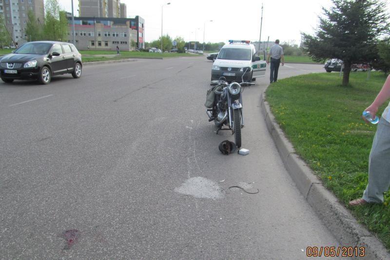 Medikai tebekovoja dėl 79 metų motociklininko gyvybės