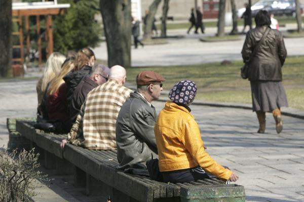 Į pensiją nuo 65-erių - 2027-aisiais