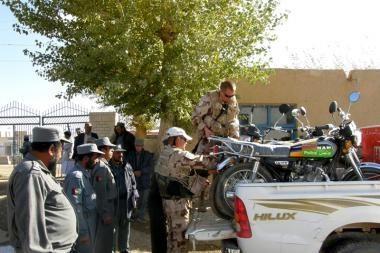 Lietuva Afganistanui padovanojo 15 motociklų