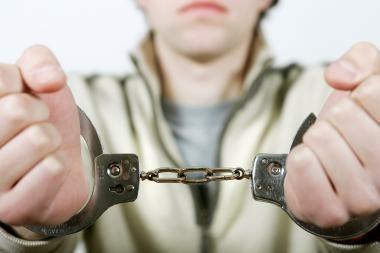 Šilutės r. nuo pareigūnų pabėgo suimtasis